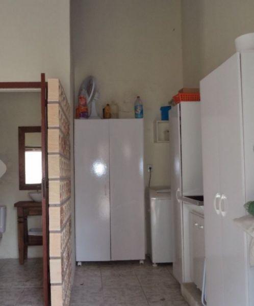 Casa 3 dormitórios no bairro Santa Fé em Porto Alegre: Bela casa com 3 dormitórios, sendo 1 suíte com banheira, sala de estar com lareira, cozinha americana, edícula com banho social, espaço para festas com churrasqueira, lavanderia, garagem para 4 carros.